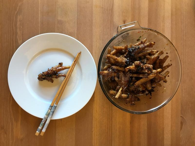 Pies picantes chinos del pollo imagenes de archivo