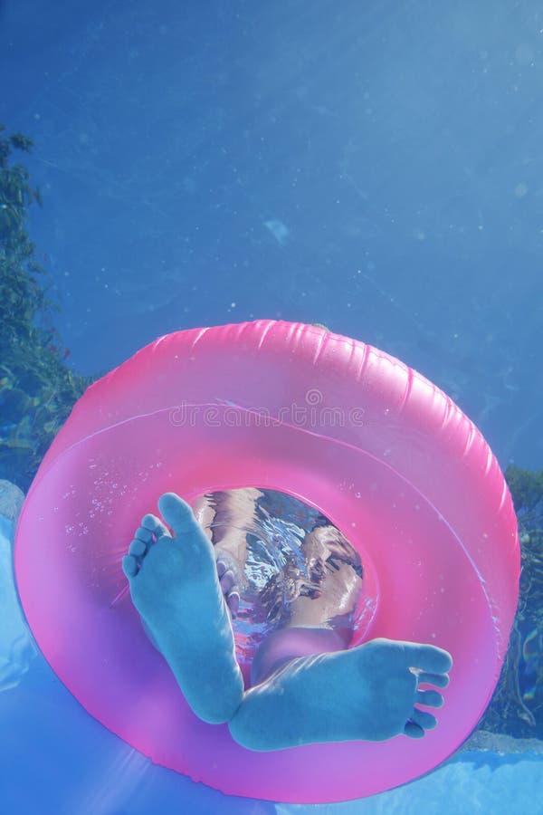 Pies subacuáticos fotografía de archivo