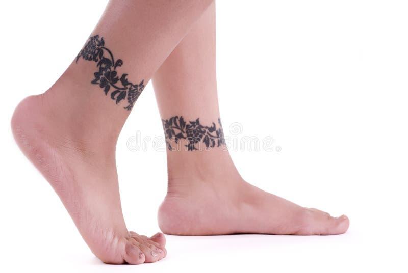 Pies tatuados hembra fotos de archivo libres de regalías