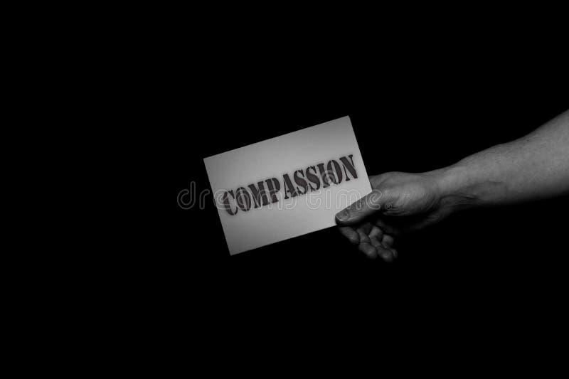 Pietà, concetto delle mani amiche, cura d'offerta, amore, speranza e supporto fotografia stock libera da diritti