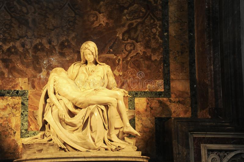 Pietà Di Michelangelo The Pity, 1498-1499, situé dans St Peter Basilica à Rome photo libre de droits