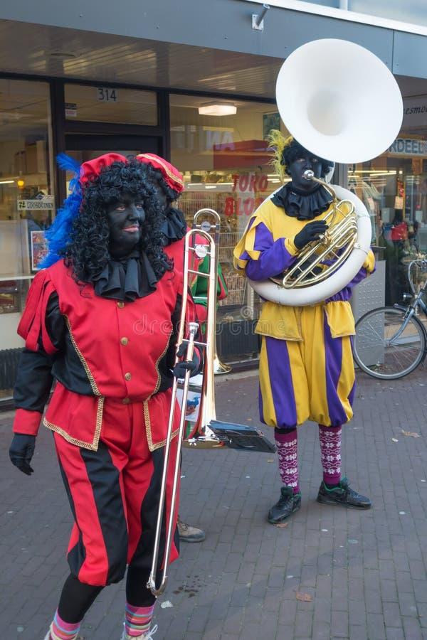 Piet negro de piet/zwarte que celebra Sinterklaas imagenes de archivo