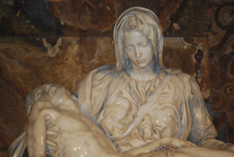 Pieta de Michelangelo na basílica do St Peter em Roma fotografia de stock