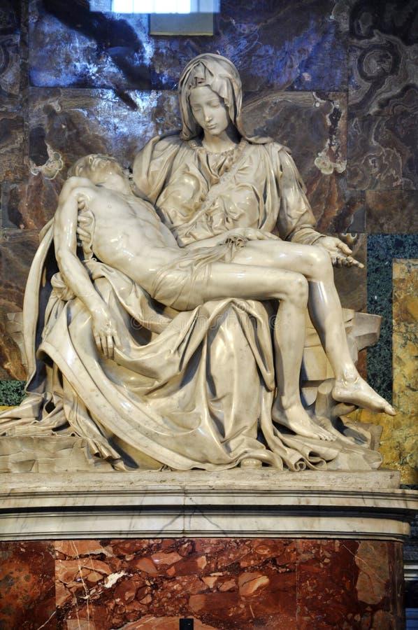 Pietastaty av Michelangelo i den St Peter basilikan vatican royaltyfria bilder