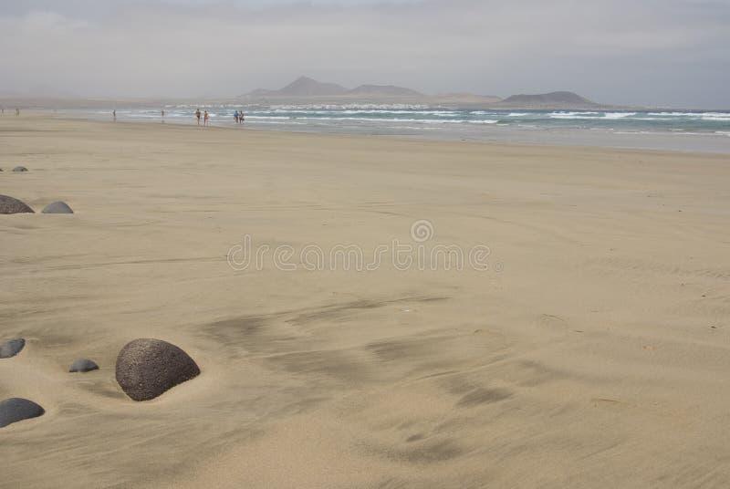 Pietra alla spiaggia fotografie stock