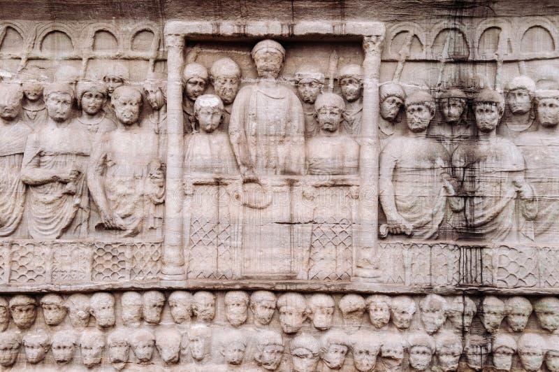 Pietra che scolpisce immagine della scultura alla base dell'obelisco di Theodosius fotografie stock