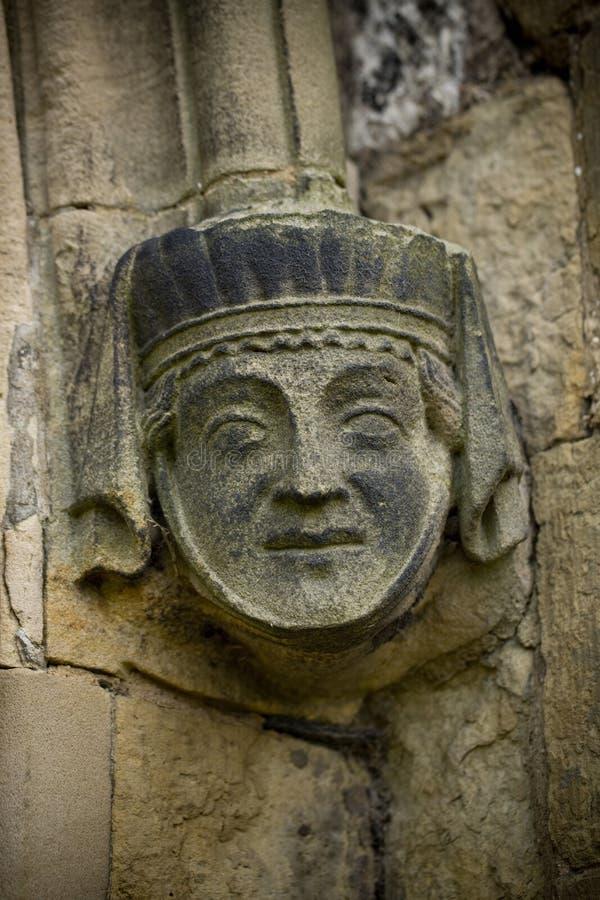 Pietra che scolpisce sull'esterno del priore di Bridlington, Bridlington, guida orientale di West Yorkshire, Regno Unito - marzo  immagini stock