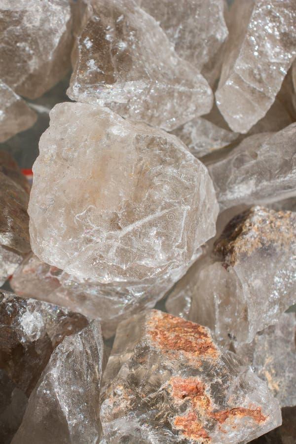 pietra citrina del semigem come cristalli minerali di geode della roccia fotografie stock