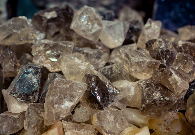 pietra citrina del semigem come cristalli minerali di geode della roccia fotografia stock libera da diritti