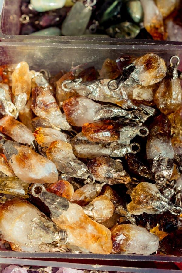 pietra citrina del semigem come cristalli minerali di geode della roccia immagini stock libere da diritti
