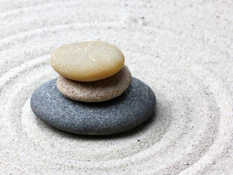 Pietra giapponese di meditazione del giardino di zen fotografia stock