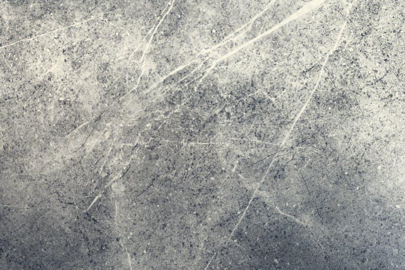 Pietra grigio scuro di marmo del fondo Strutturi il colore leggero di marmo naturale Mattonelle nel bagno o nella cucina immagini stock libere da diritti