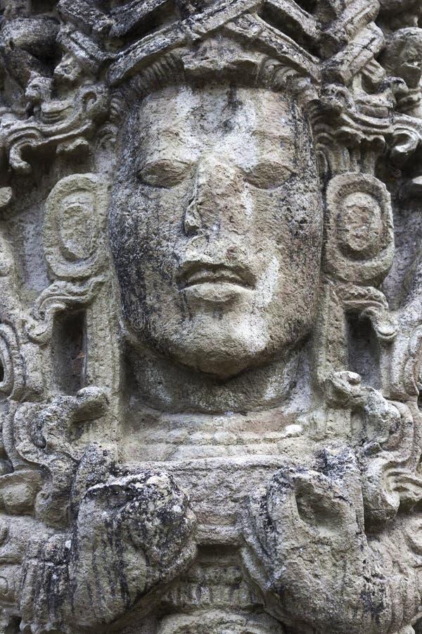Pietra maya del fronte che scolpisce il sito archeologico Honduras di Copan Ruinas immagine stock