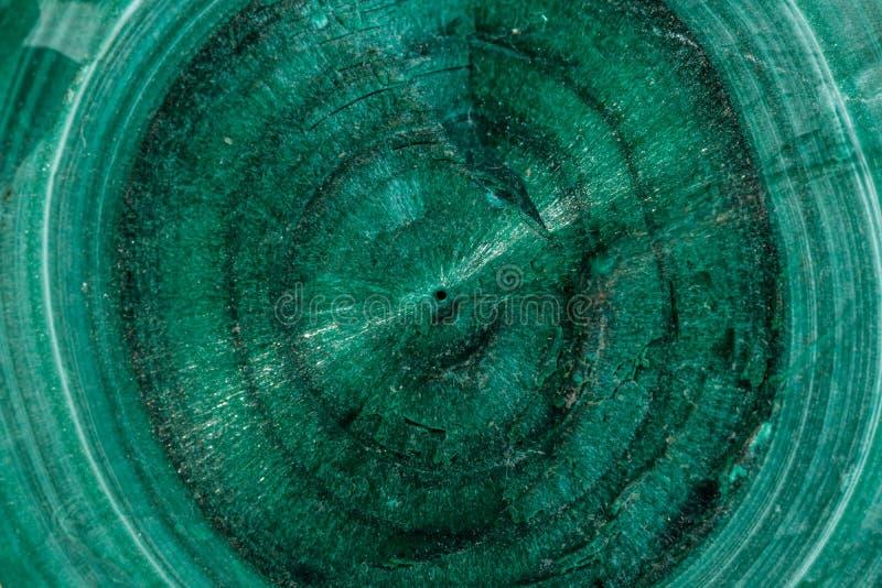 Pietra minerale della macro malachite su fondo bianco immagini stock libere da diritti