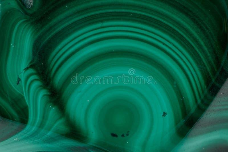 Pietra minerale della macro malachite su fondo bianco immagine stock