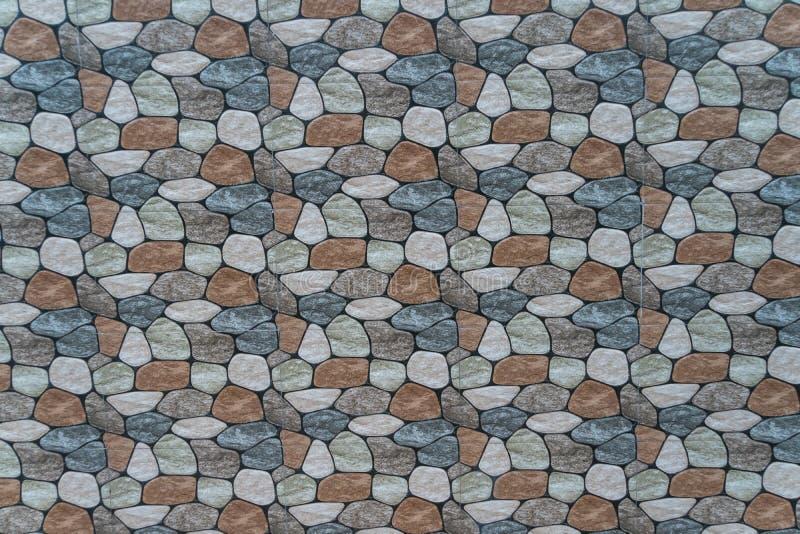 pietra multicolore con il fondo arrotondato della parete dei fronti fotografie stock