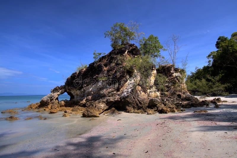 Pietra pittoresca sull'isola fotografia stock
