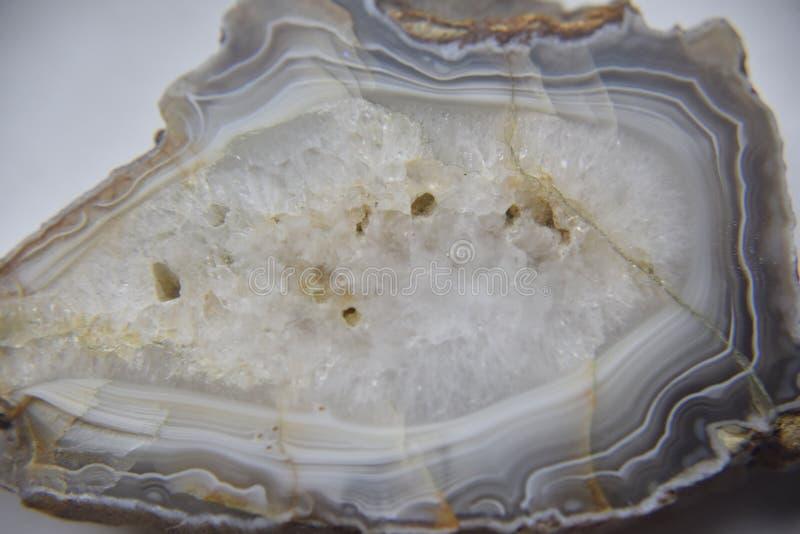 Pietra semipreziosa naturale dell'agata con il sistema cristallino visibile fotografia stock