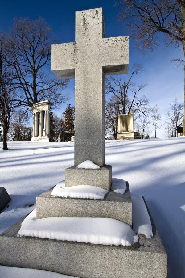Pietra trasversale della tomba immagini stock