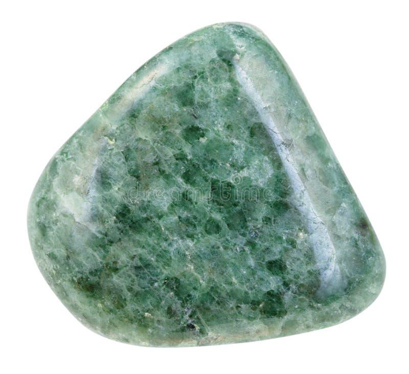 Pietra verde ruzzolata della giadeite isolata fotografia stock