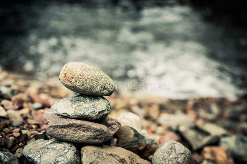 Pietre e cascata del basalto di zen fotografie stock libere da diritti
