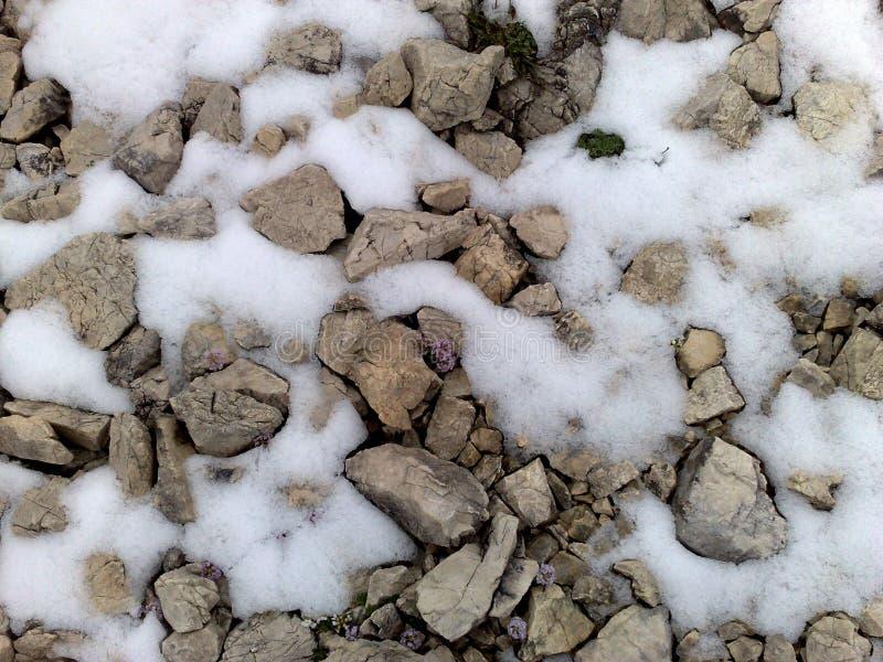 Pietre e neve fotografia stock libera da diritti