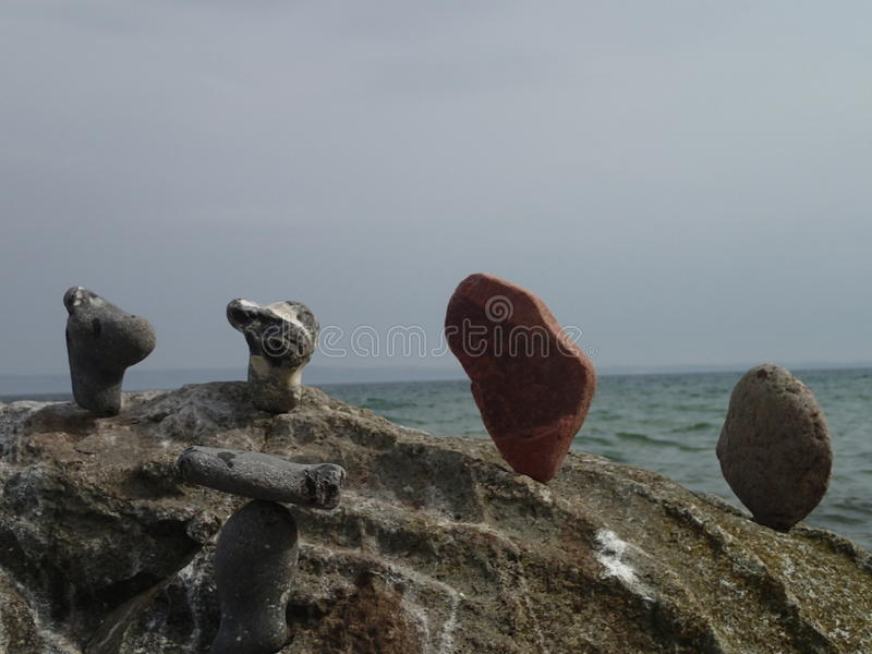 Pietre piastrellate su una roccia immagini stock libere da diritti