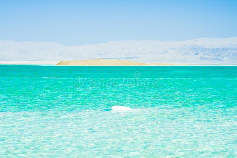 Pietre sulla banca del mar Morto immagini stock libere da diritti