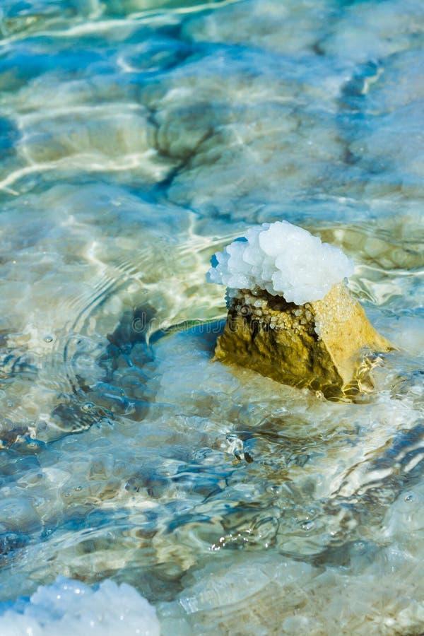 Pietre sulla banca del mar Morto fotografia stock