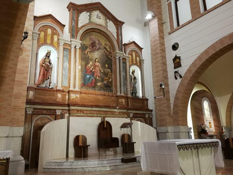Pietrelcina - ołtarz kościół Święta rodzina zdjęcie stock