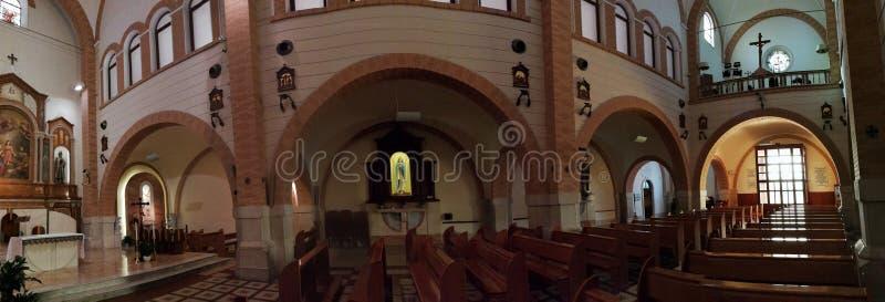 Pietrelcina - panoramica della navata della famiglia santa immagine stock libera da diritti