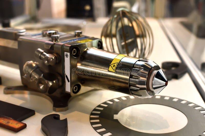 Pieza del equipo para la soldadura de laser y para corte de metales, cabezal cortador del laser fotos de archivo libres de regalías