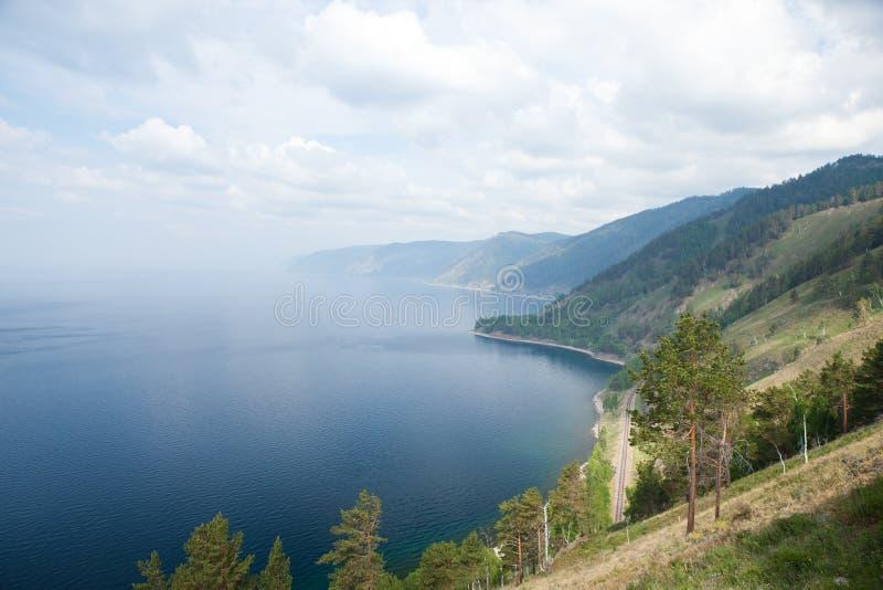Pieza del ferrocarril viejo cerca del lago Baikal fotos de archivo libres de regalías