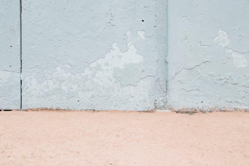 Piezas azules rosadas y en colores pastel en colores pastel de la pared con la peladura ligera de la pintura Fondo para el dise?o fotografía de archivo libre de regalías