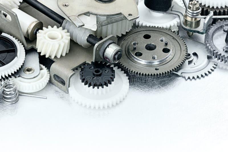 Piezas de equipo industrial engranajes y ruedas dentadas plásticos en el sc fotografía de archivo