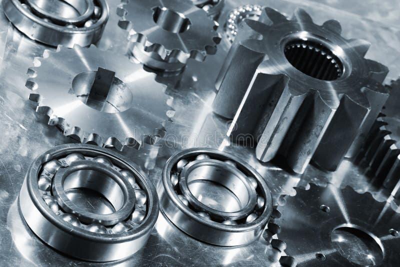 Piezas de la ingeniería en titanio y acero imagen de archivo libre de regalías