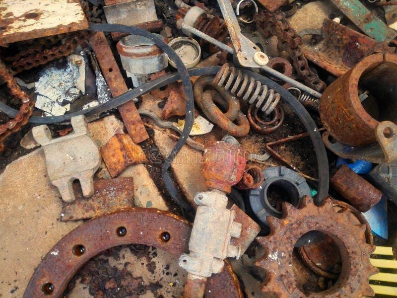 Piezas de metal olvidadas, hierro imagenes de archivo