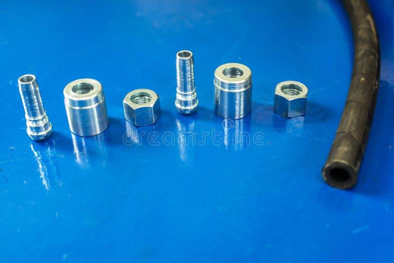 Piezas desmontadas de aluminio de la manguera de alta presión con las colocaciones imagen de archivo
