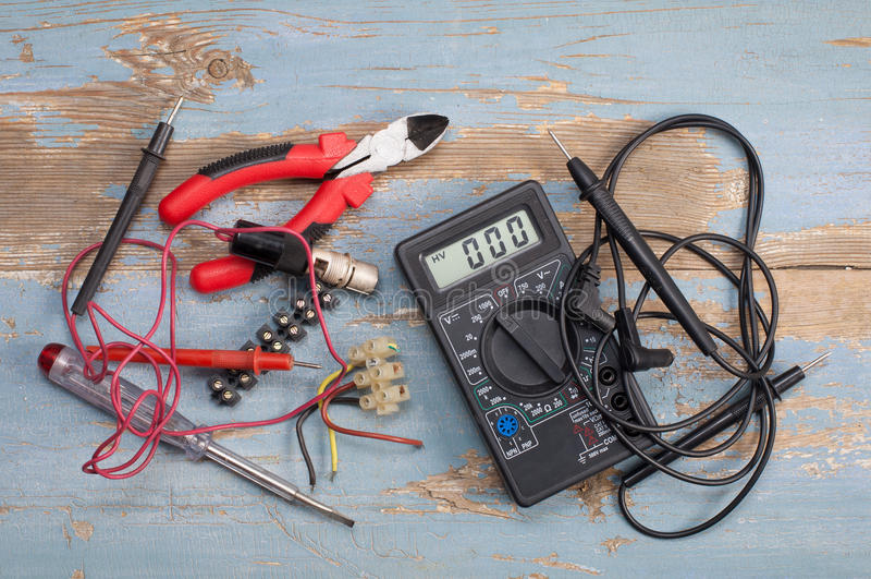 Piezas y herramientas eléctricas imágenes de archivo libres de regalías