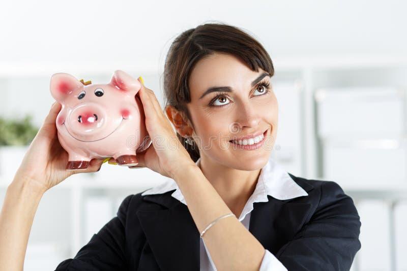 Piggibank och kvinna arkivfoto