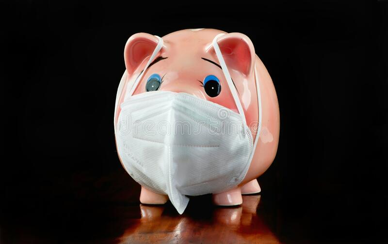 Piggy Bank mit N95 Face Mask lizenzfreie stockfotos
