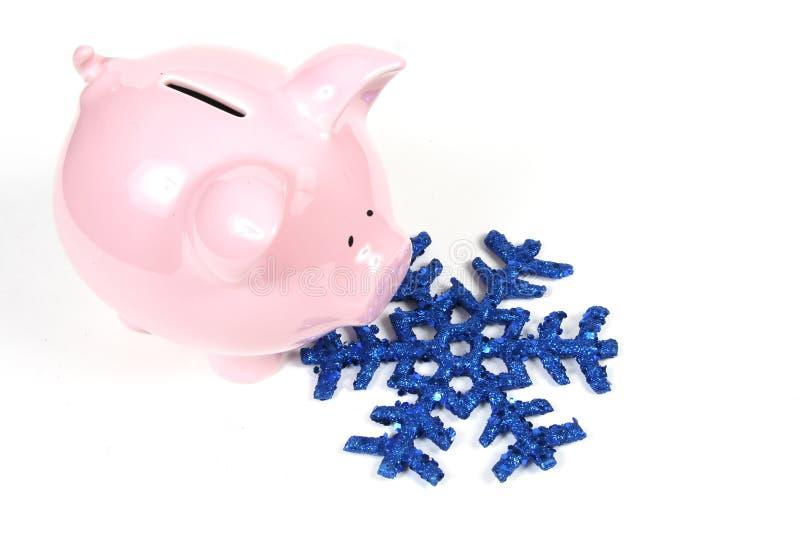 Piggy Querneigung und Schneeflocke - Heizkosten stockfotos