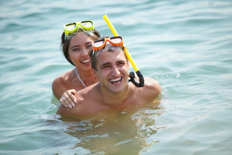 Download Piggyback w wodzie zdjęcie stock. Obraz złożonej z piggyback - 28967982