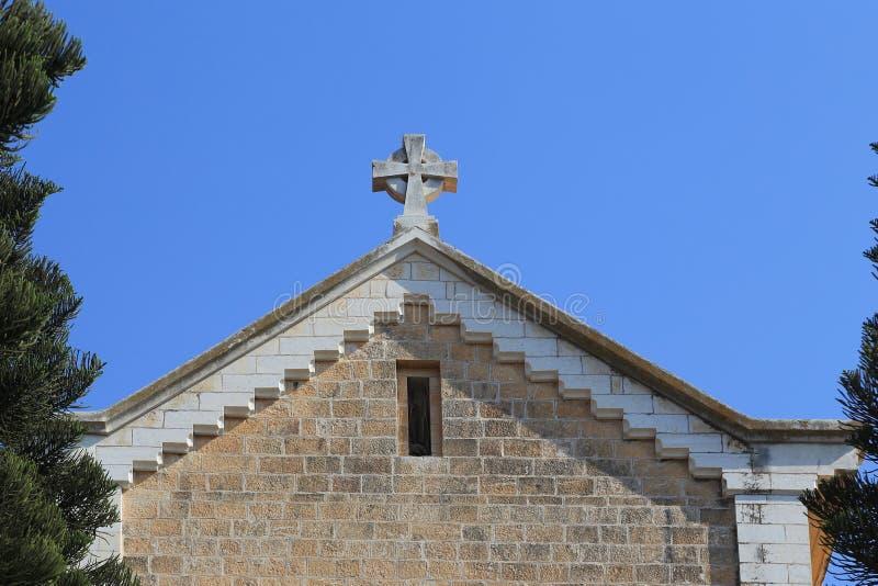 Pignon de l'église de monastère dans Latrun, Israël images libres de droits