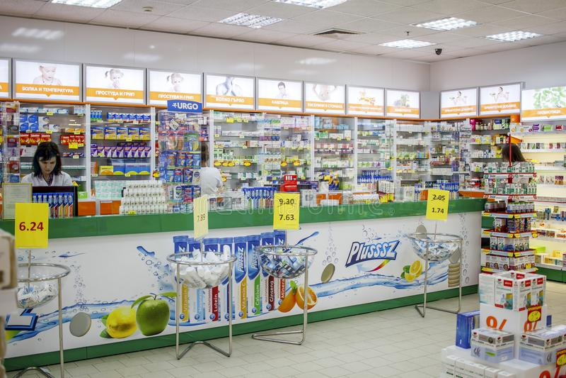 Pigułki i medycyny w aptekach Bulgaria Varna 11 03 2018 obraz royalty free