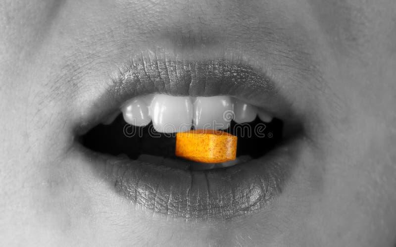Download Pigułka zdjęcie stock. Obraz złożonej z pharmaceutical, usta - 46682