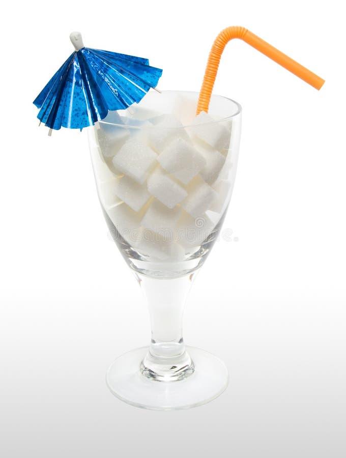 Pije z cukrowymi sześcianami, parasolem i słomą, zdjęcia royalty free