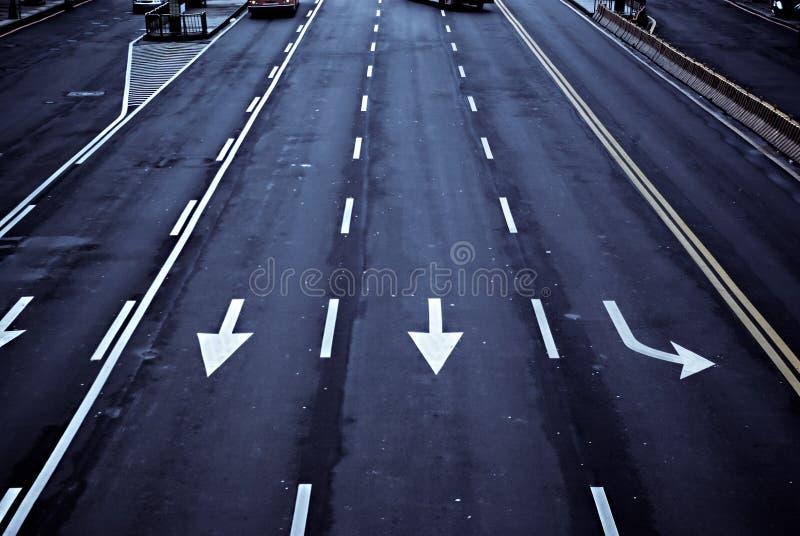 Pijlen op de weg stock afbeelding