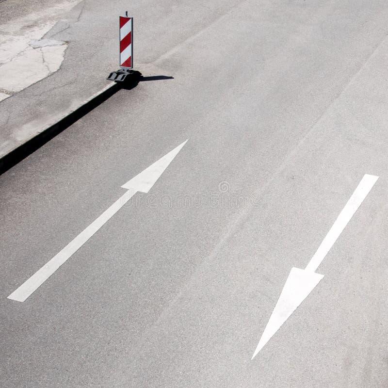 Pijlen op een straat stock foto's