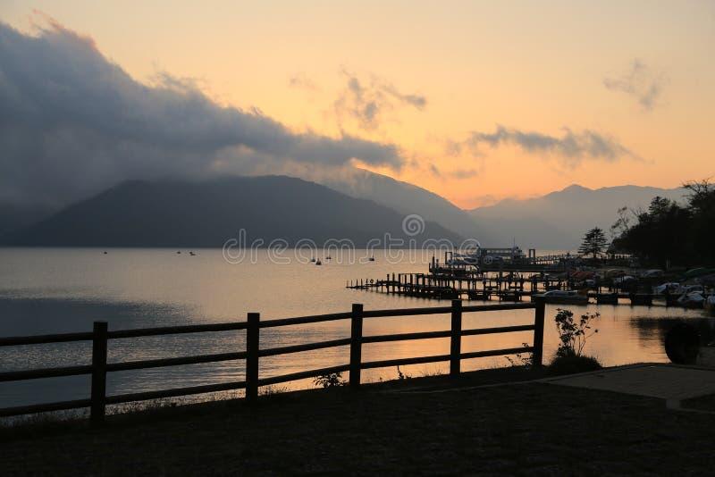 Pijler bij zonsondergang stock fotografie